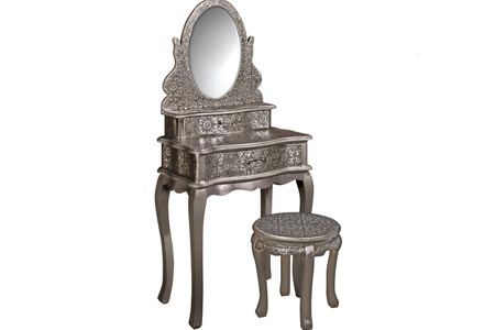 Old Fashioned Dressing Table Set